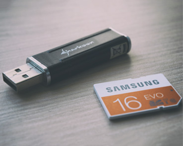 usb stick and SD cart