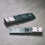 USB stickovi na stolu